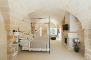 bedroom of the boutique hotel Masseria Trapanà in Puglia Photographer Maria Teresa Furnari