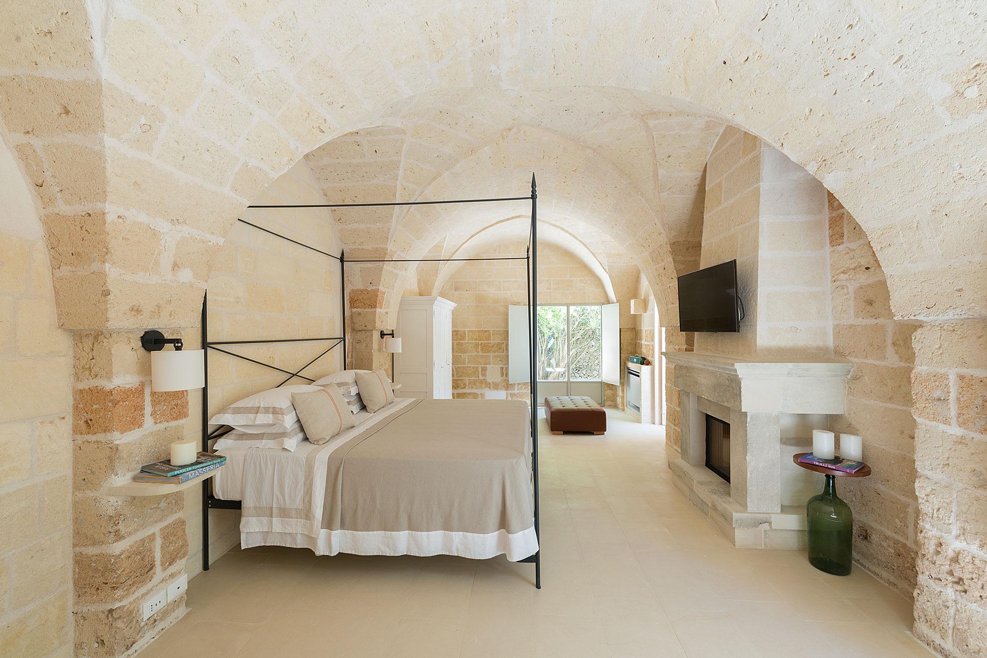 bedroom of the boutique hotel Masseria Trapanà in Puglia Photographer Maria Teresa Furnari
