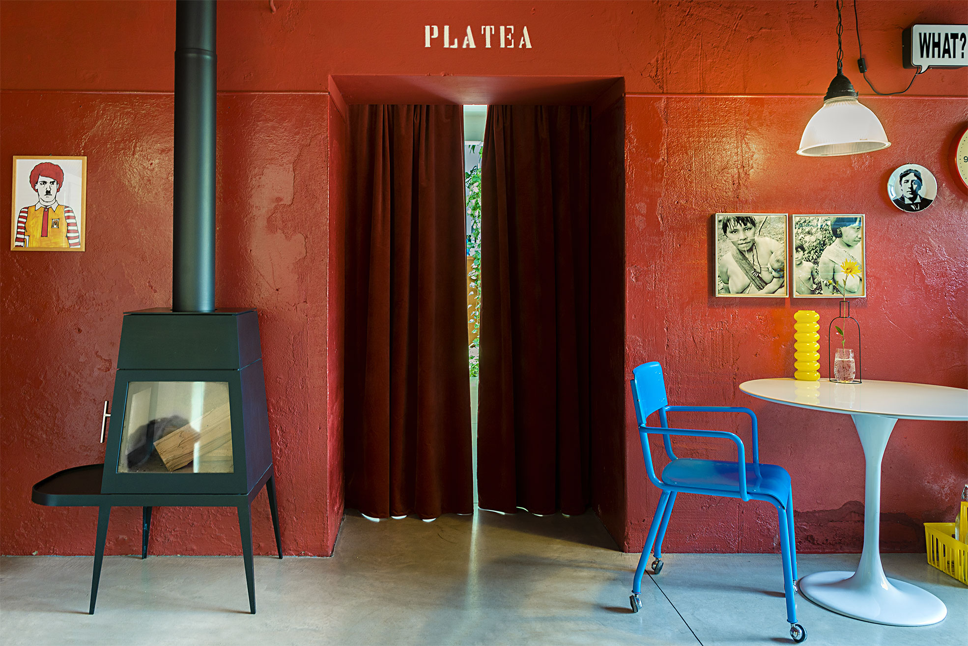 Red wall with the written Platena in the kitchen of Cinema Flora Photographer Maria Teresa Furnari