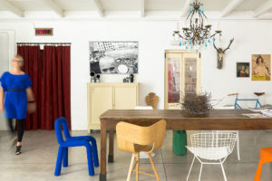 Living room with a wooden table and design chairs in Cinema Flora Photographer Maria Teresa Furnari