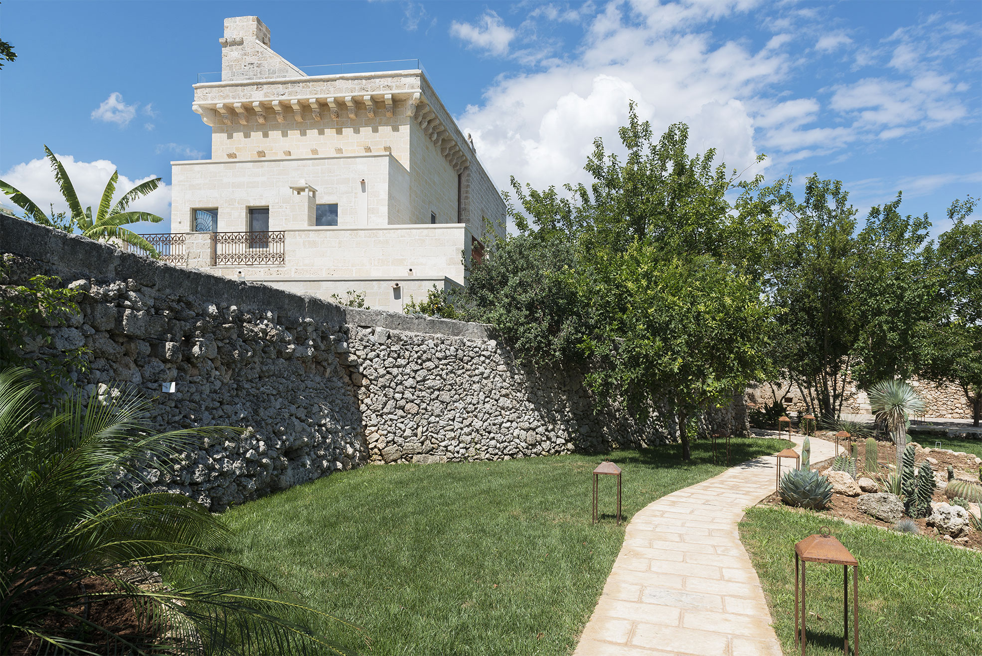 Facade of the boutique hotel Masseria Trapanà in Puglia Photographer Maria Teresa Furnari
