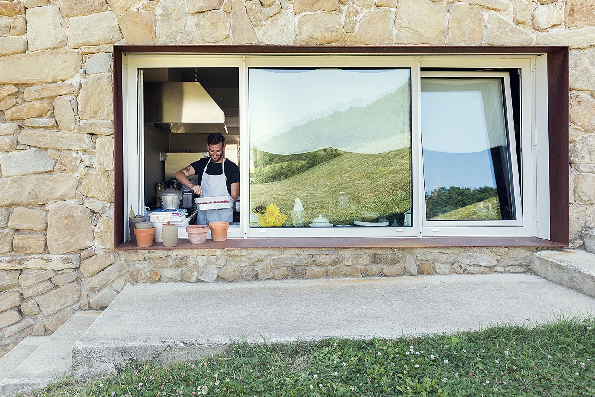 Gnanmbox cooking in Malatetsa Maison de Charme in the marche hills Photographer Maria Teresa Furnari