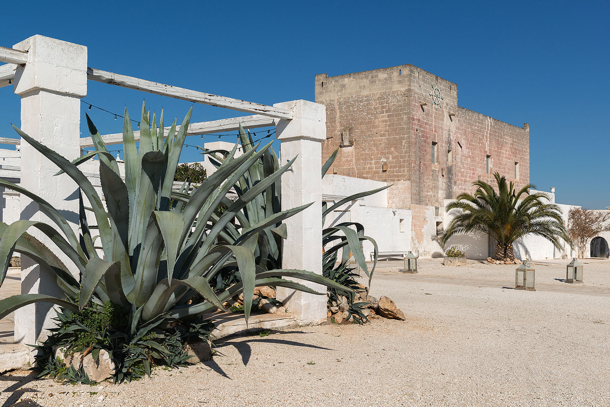 Entrance with agave at Masseria Potenti in Puglia Photographer Maria Teresa Furnari