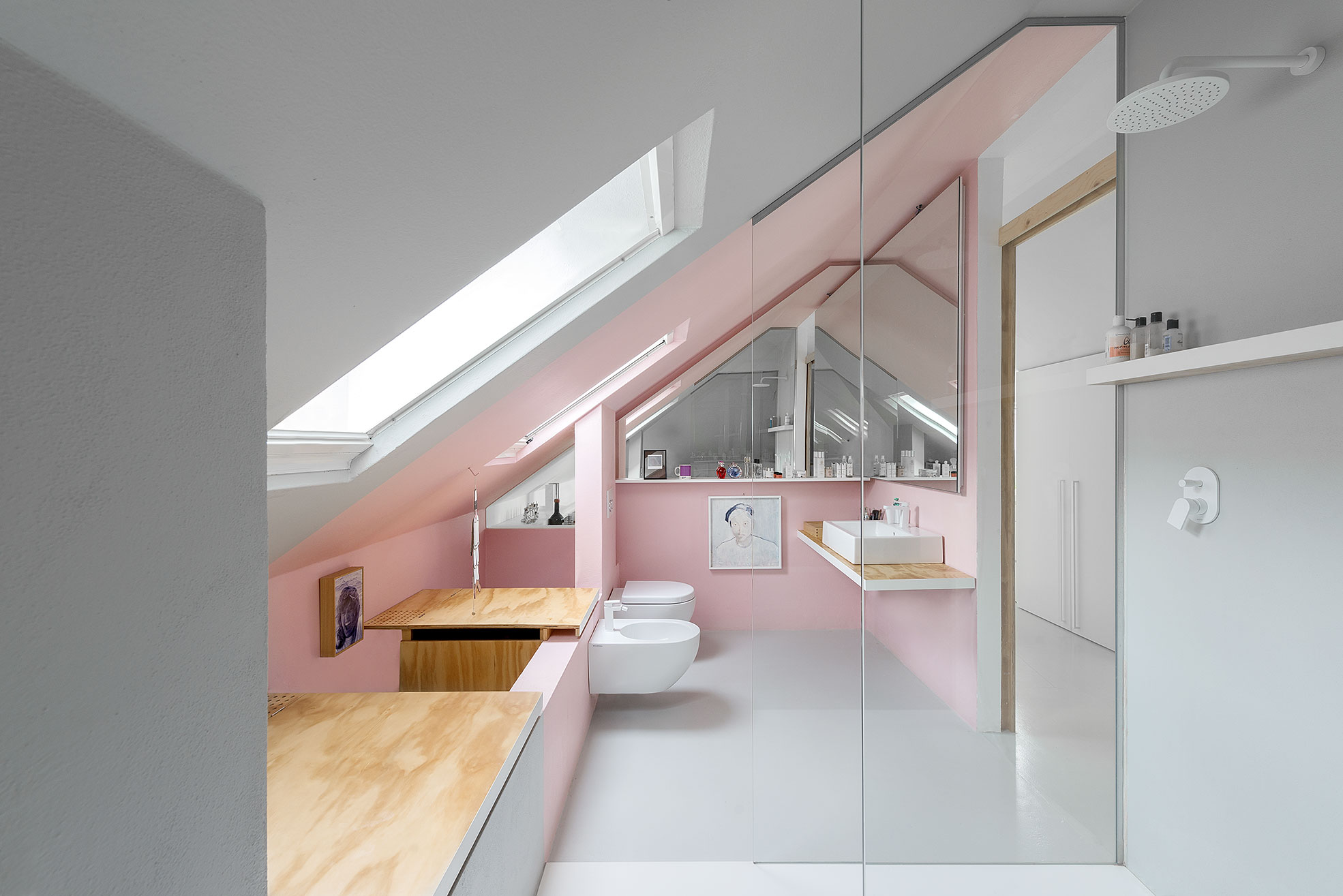 Pink bathroom in a mansard apartment Photographer Maria Teresa Furnari