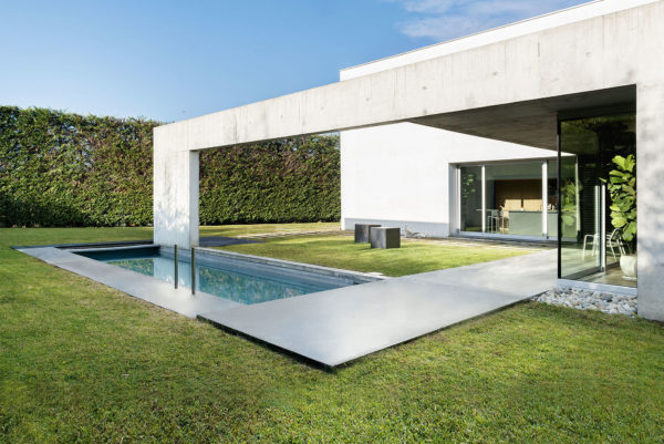 Swimming pool in the concrete and minimalist villa of Rosalba Piccinni Photographer Maria Teresa Furnari