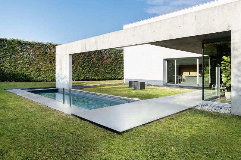 Swimming pool in the concrete and minimalist villa of Rosalba Piccinni Photographer Maria Teresa Furnari