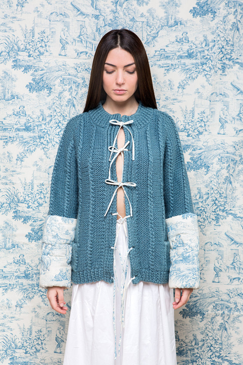 Photo of the knitwear item Camera Azzurra, part of the project Finalmente a casa! created by the collaborations between Davide Pizzigoni and Abitario